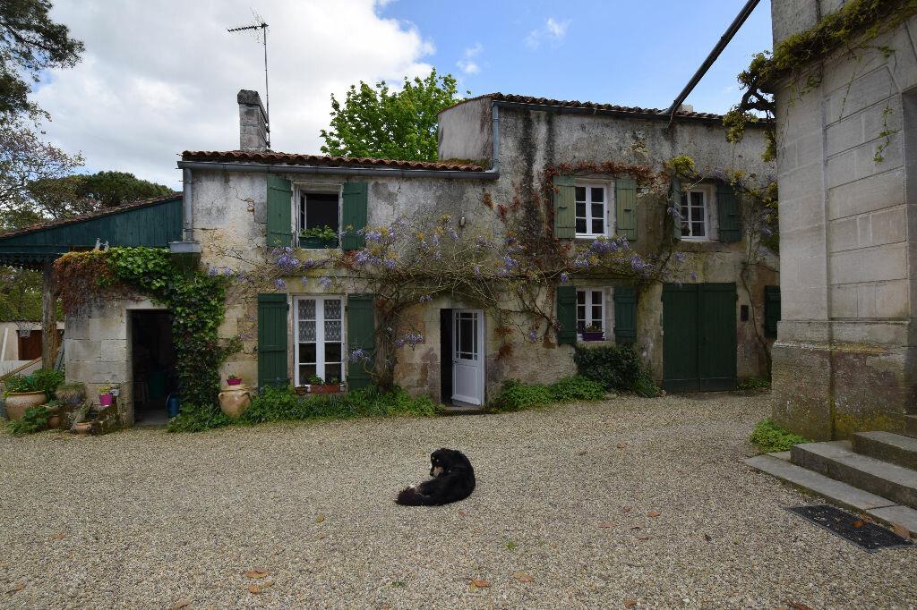 Achat Maison 10 pièces à Saint-Porchaire - vignette-11