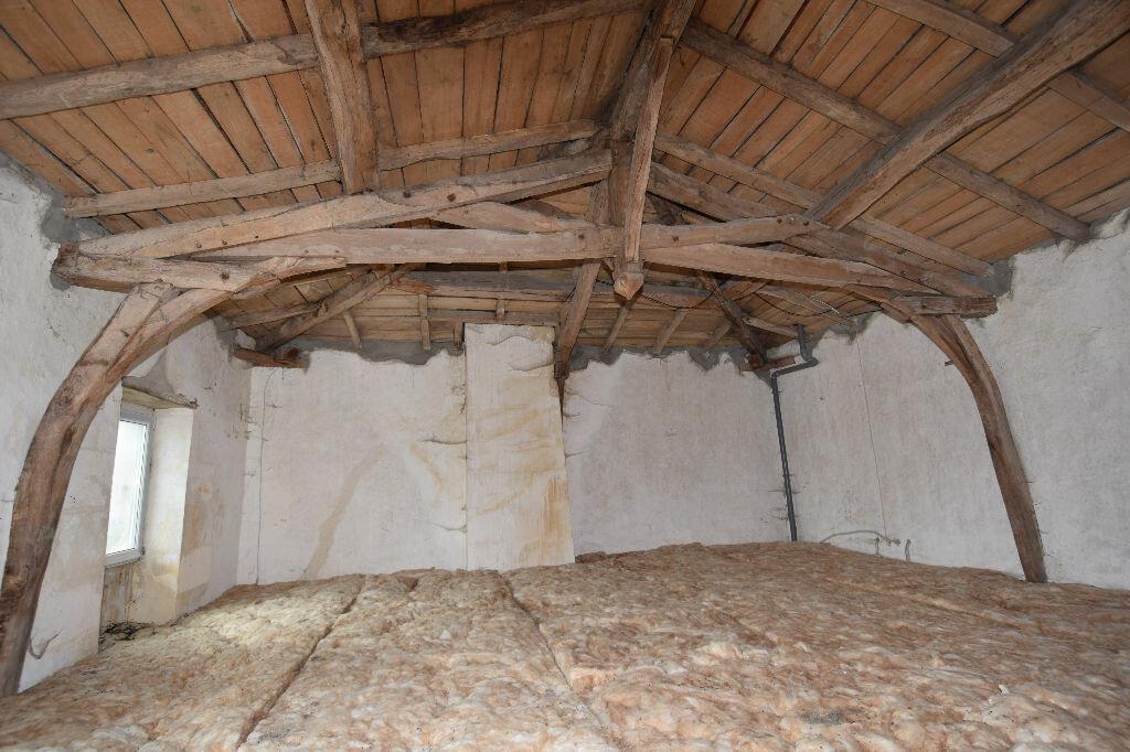 Achat Maison 10 pièces à Saint-Porchaire - vignette-12
