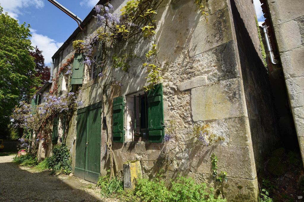 Achat Maison 10 pièces à Saint-Porchaire - vignette-13