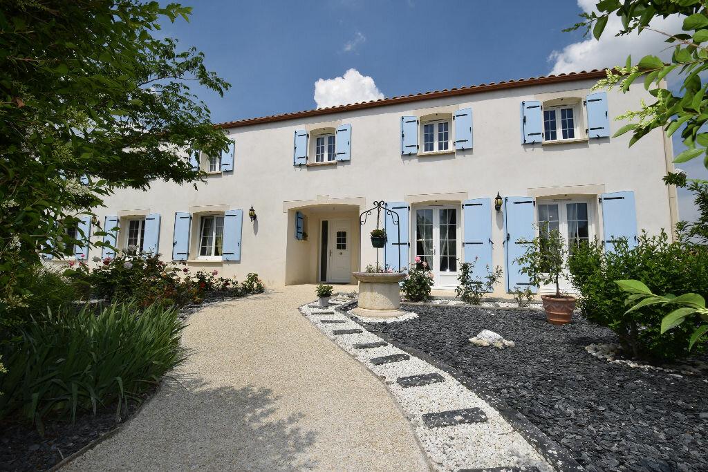 Achat Maison 7 pièces à Saint-Jean-d'Angle - vignette-1