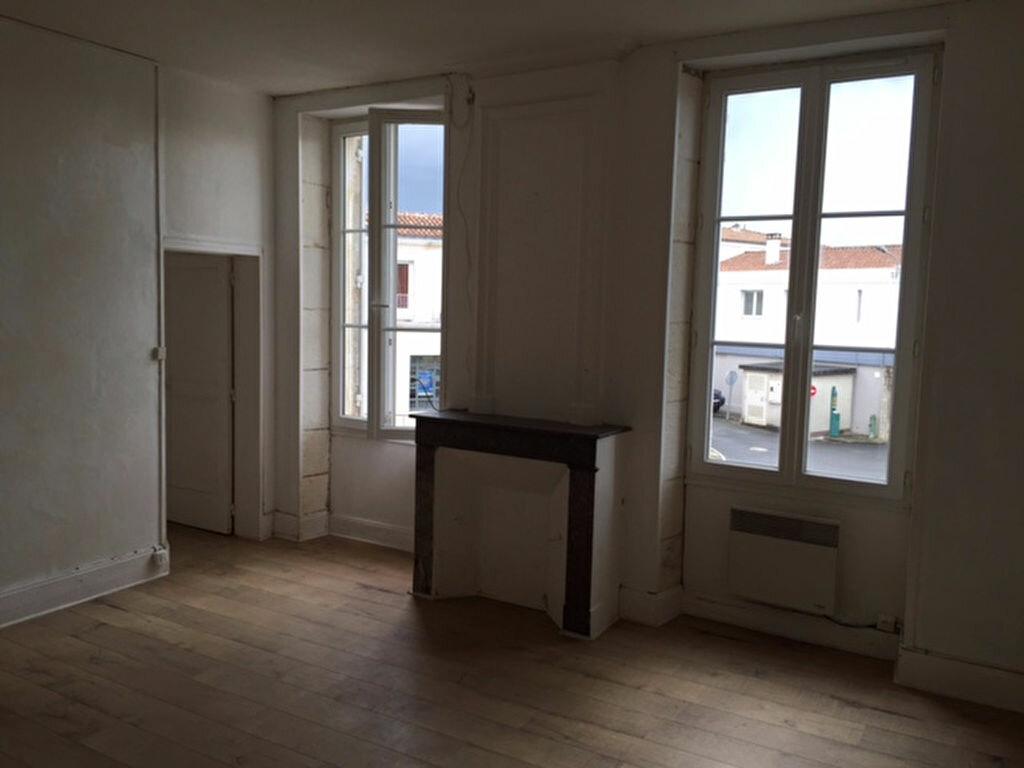Location Appartement 3 pièces à Saint-Savinien - vignette-1