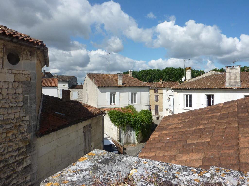 Achat Maison 5 pièces à Saint-Savinien - vignette-8