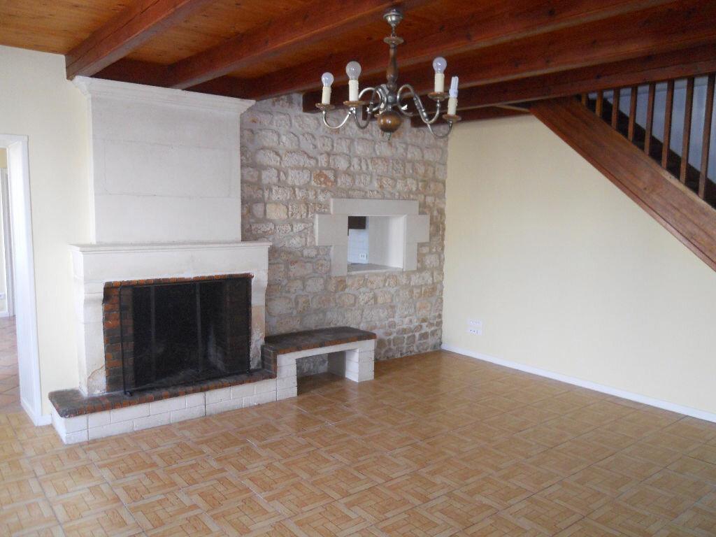 Location Maison 5 pièces à Plassay - vignette-1