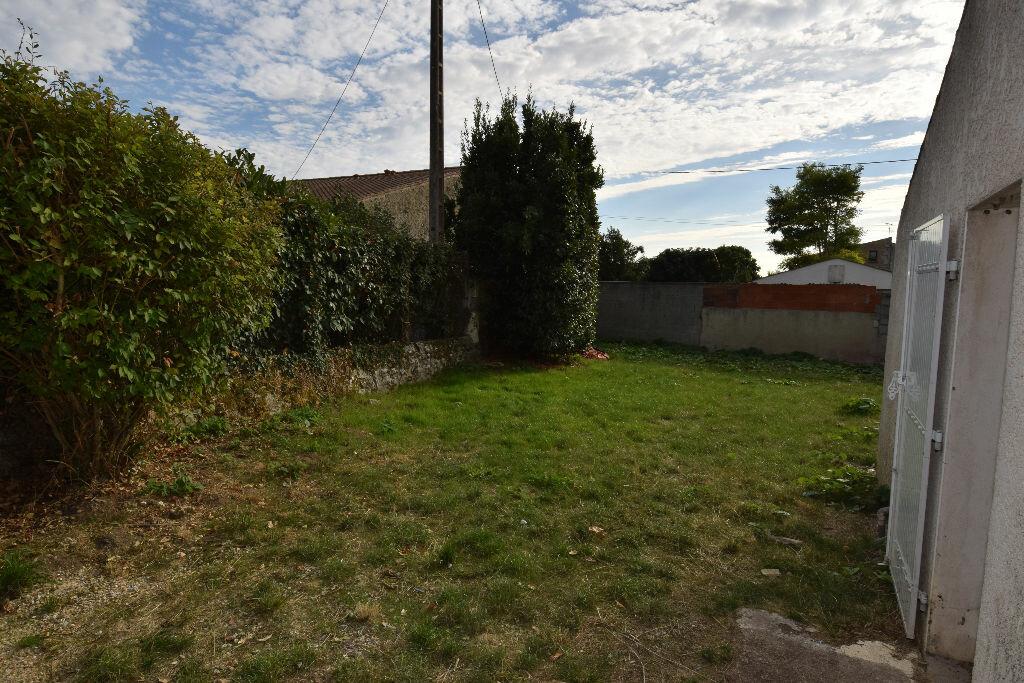 Location Maison 2 pièces à Pont-l'Abbé-d'Arnoult - vignette-1