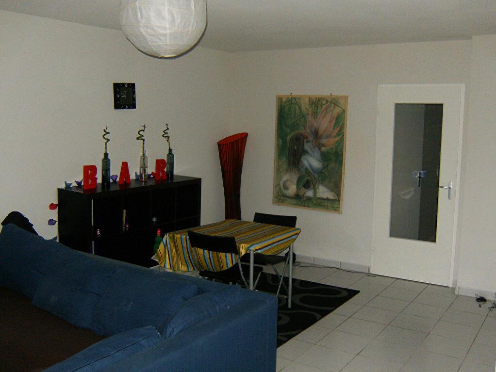 Location Appartement 3 pièces à Saint-Pierre-des-Corps - vignette-1