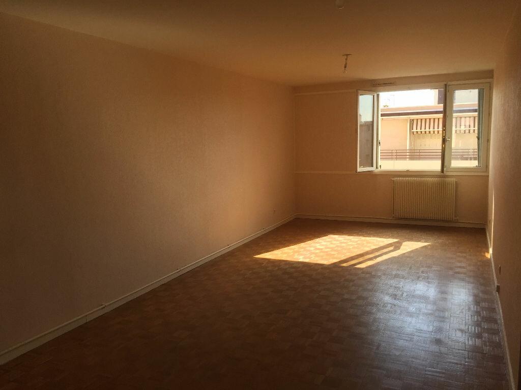 Achat Appartement 3 pièces à Lyon 8 - vignette-1