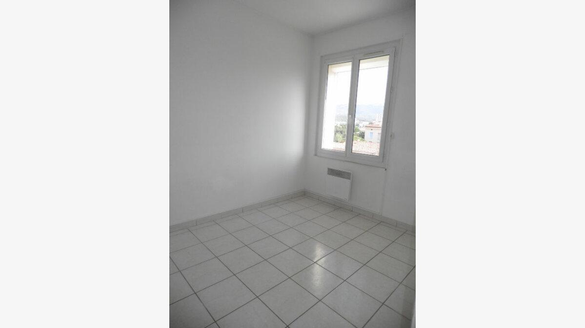 Location Appartement 3 pièces à La Seyne-sur-Mer - vignette-4