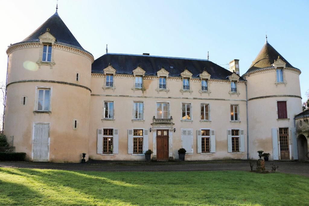 Achat Maison 12 pièces à Saint-Sulpice-en-Pareds - vignette-1