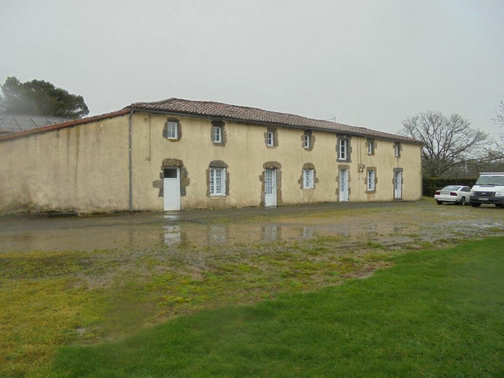 Achat Maison 10 pièces à La Forêt-sur-Sèvre - vignette-1