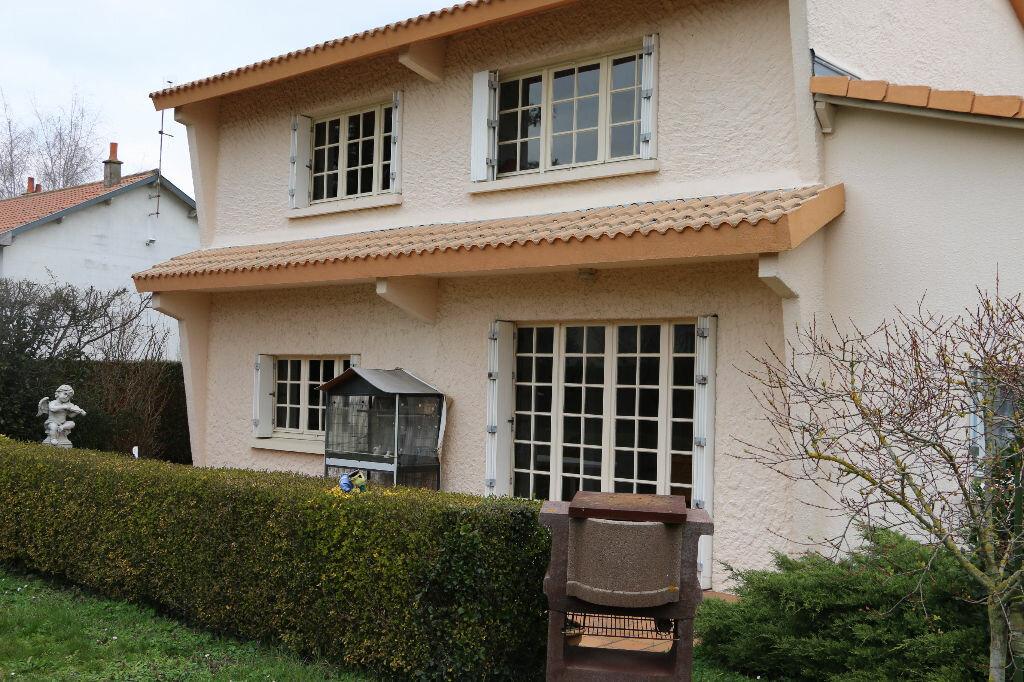 Achat Maison 8 pièces à Sainte-Radegonde - vignette-1