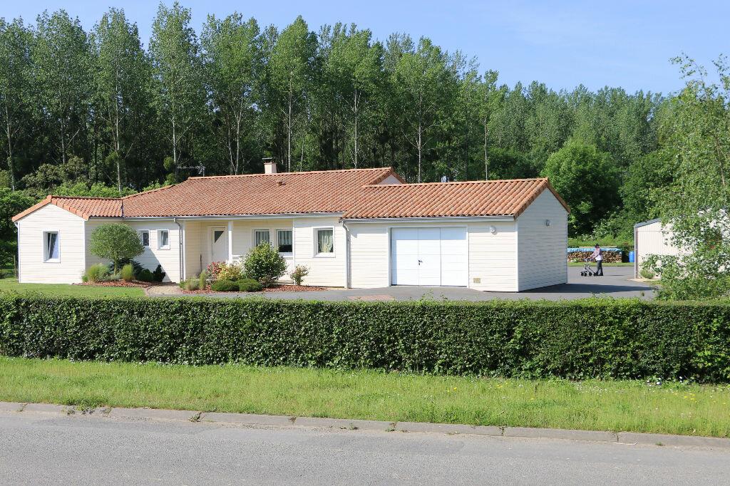 Achat Maison 5 pièces à La Forêt-sur-Sèvre - vignette-1