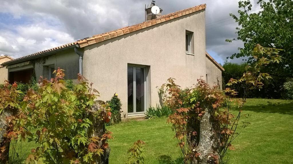 Achat Maison 7 pièces à La Forêt-sur-Sèvre - vignette-2