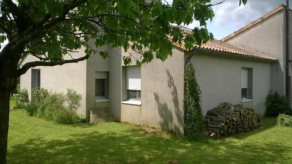 Achat Maison 7 pièces à La Forêt-sur-Sèvre - vignette-3