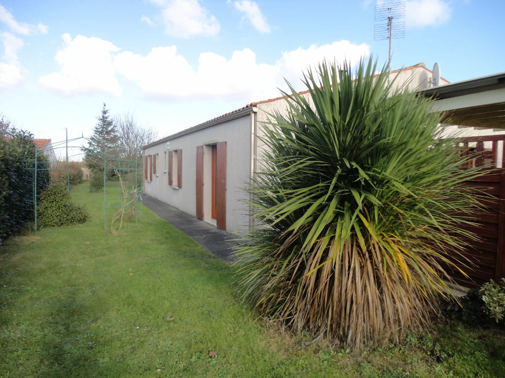 Achat Maison 5 pièces à Saint-Froult - vignette-1