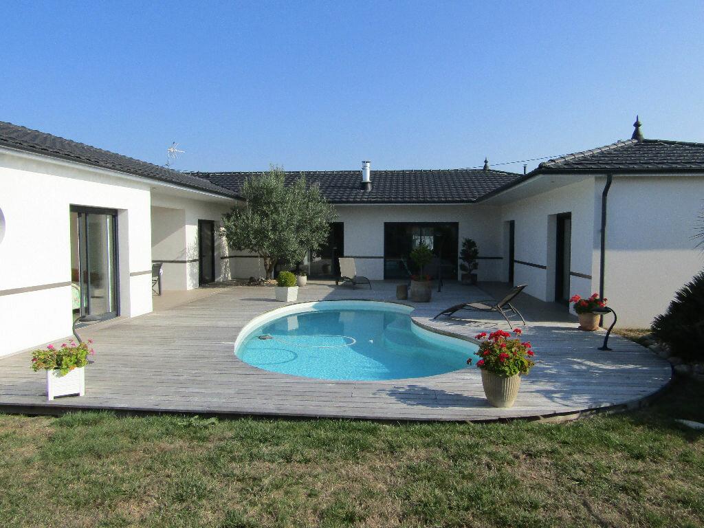 Achat Maison 6 pièces à Saint-Nazaire-sur-Charente - vignette-1