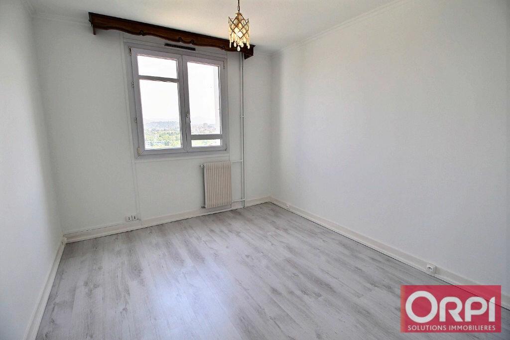 Achat Appartement 4 pièces à Marseille 10 - vignette-3