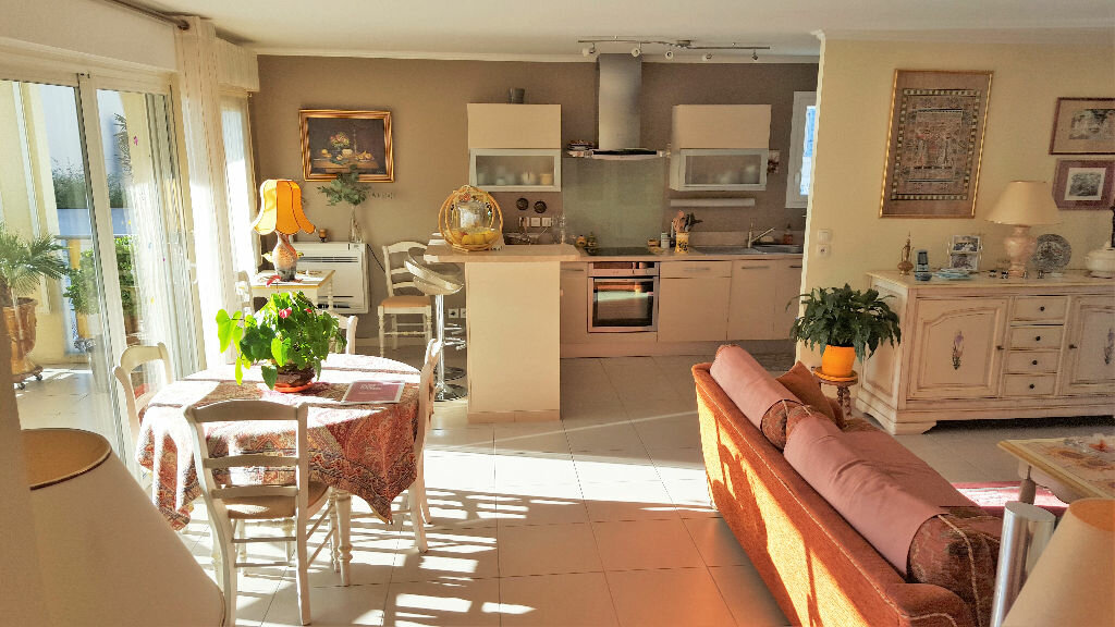 Achat Appartement 4 pièces à Hyères - vignette-1