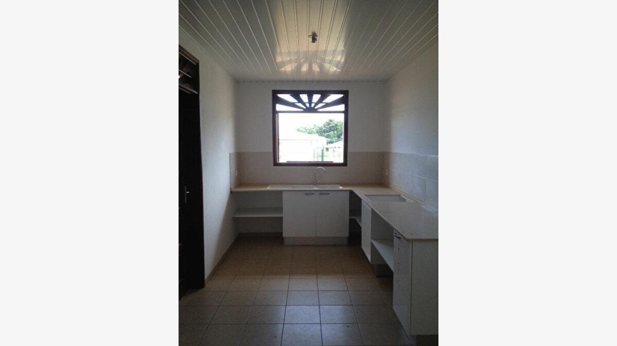 Location Maison 4 pièces à Macouria - vignette-3