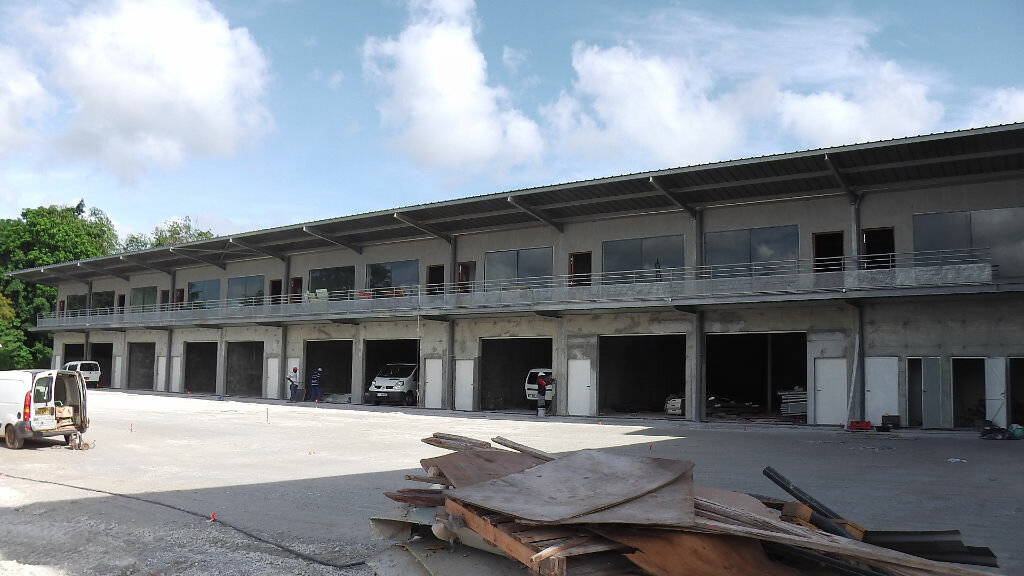 Location Entrepôt  à Remire-Montjoly - vignette-1