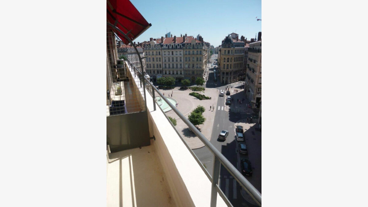 Location appartement 79 t lyon 2 1 900 orpi for Agence orpi location