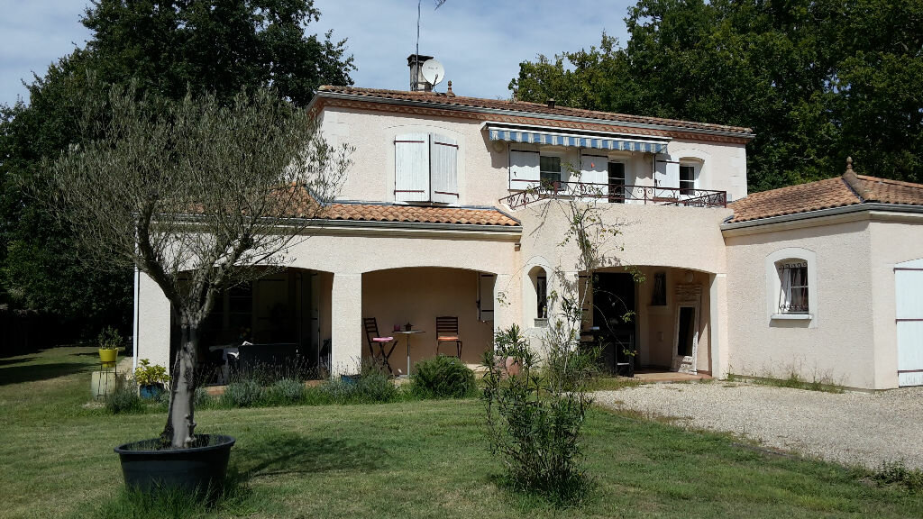 Location Maison 7 pièces à Saint-Sulpice-et-Cameyrac - vignette-1
