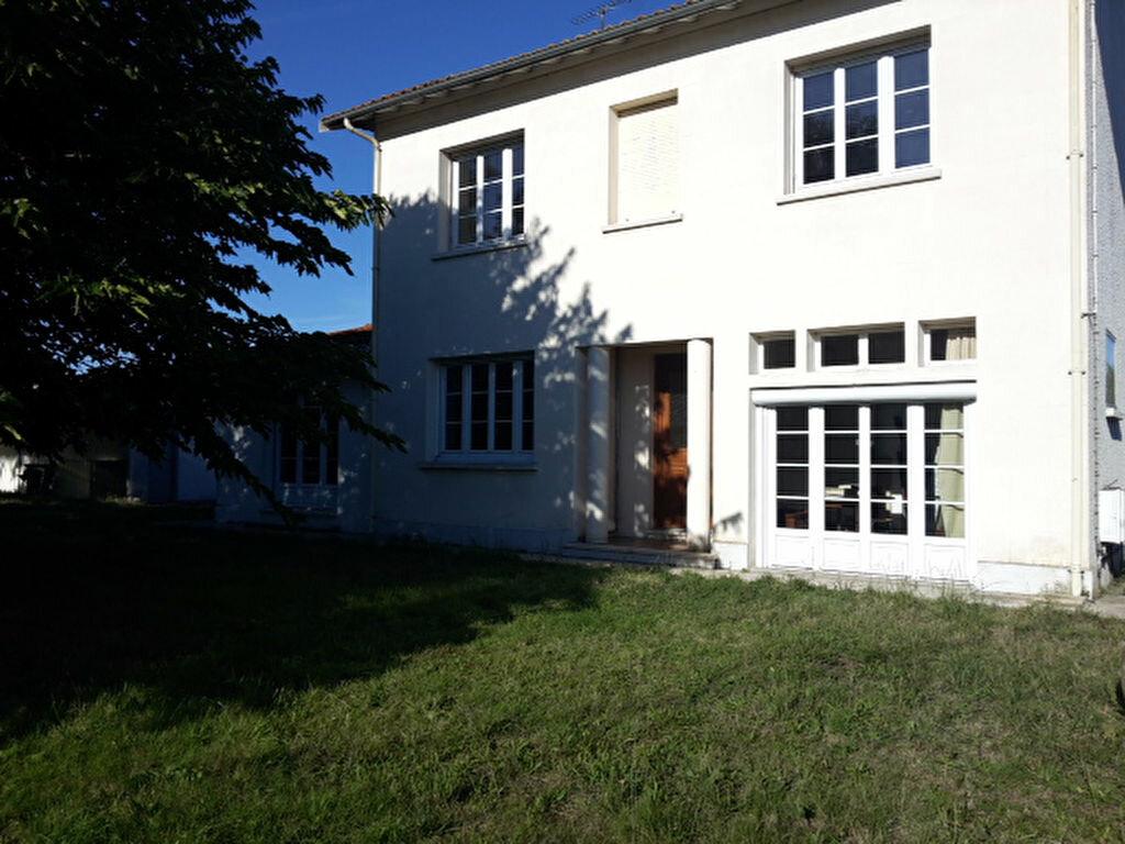 Location Maison 6 pièces à Saint-Loubès - vignette-1