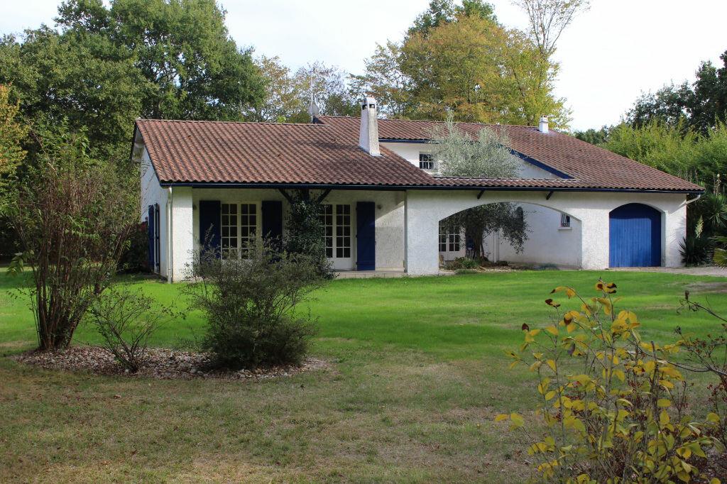 Achat Maison 6 pièces à Saint-Sulpice-et-Cameyrac - vignette-1