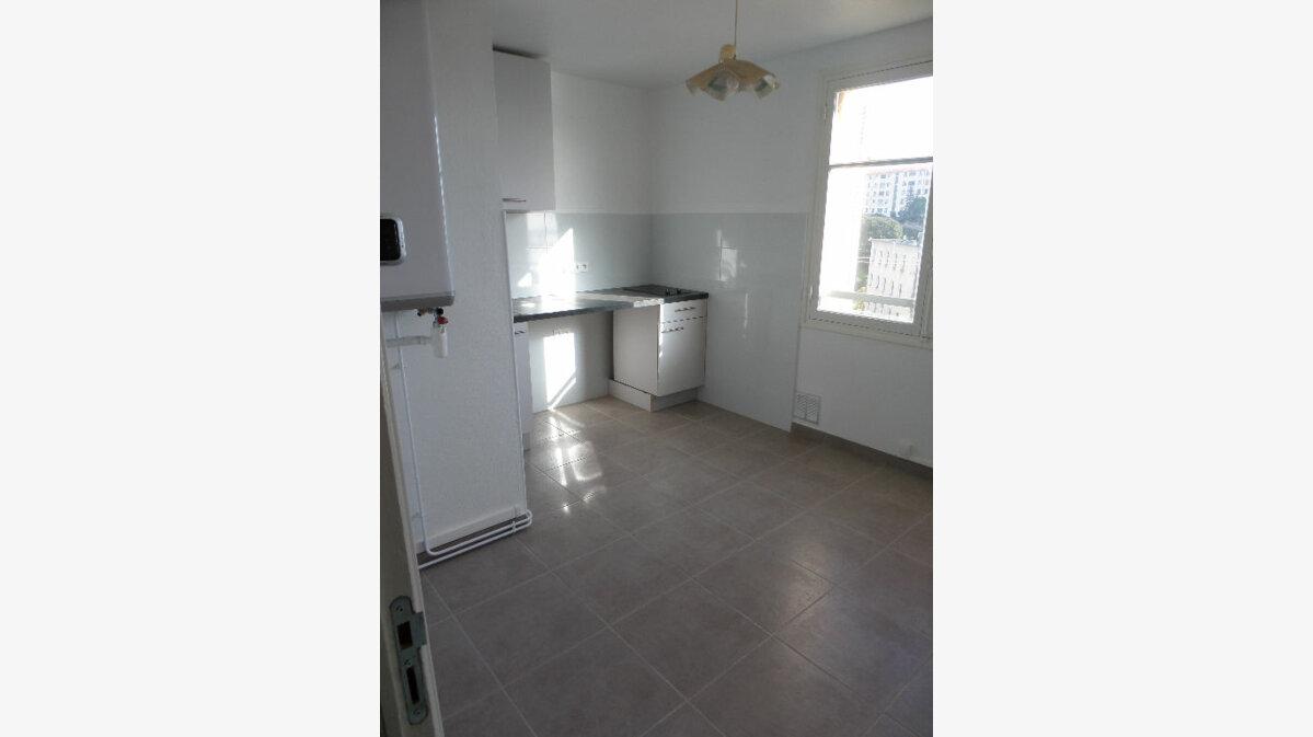 Location Appartement 3 pièces à Ajaccio - vignette-1