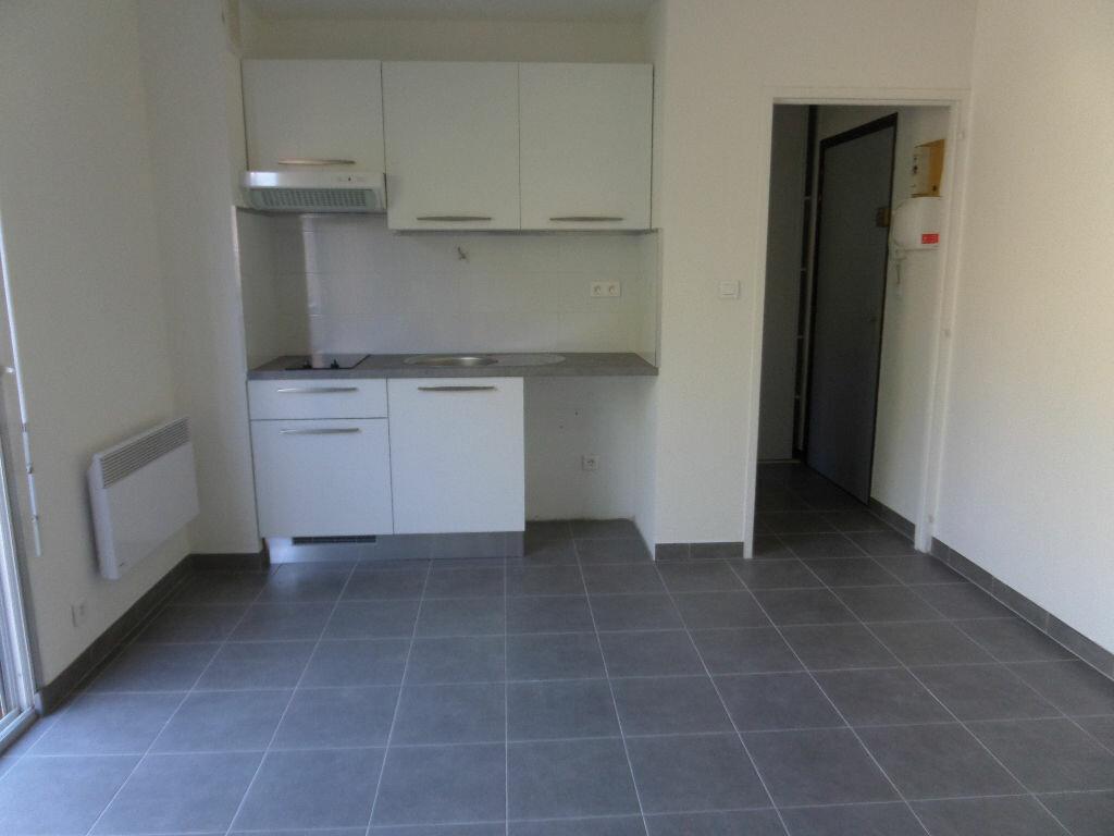 Location Appartement 1 pièce à Ajaccio - vignette-3