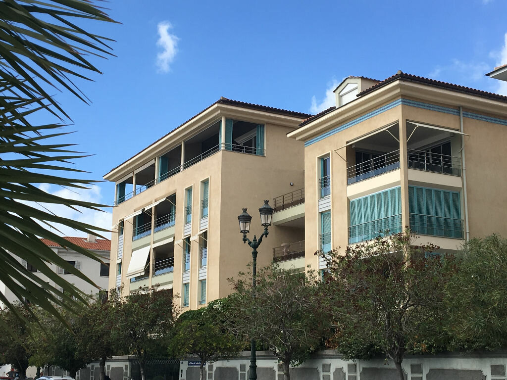 Location Appartement 4 pièces à Ajaccio - vignette-1