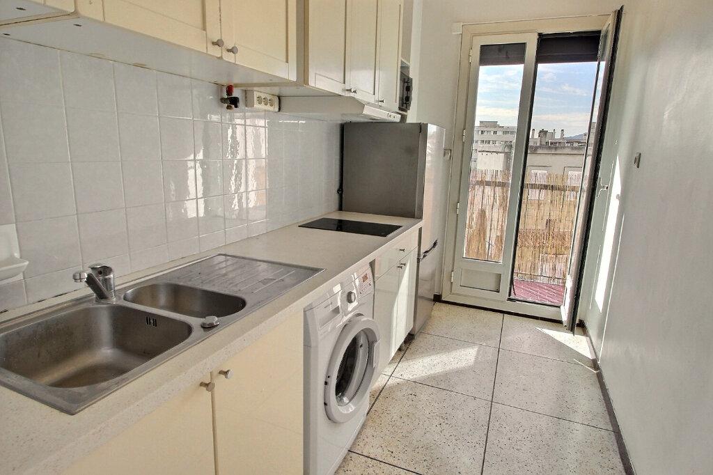 Location Appartement 1 pièce à Marseille 10 - vignette-2
