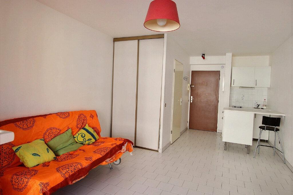 Location Appartement 1 pièce à Marseille 10 - vignette-1