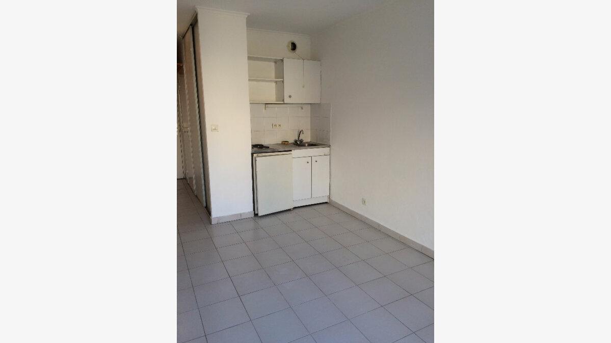Location Appartement 1 pièce à Marseille 5 - vignette-1