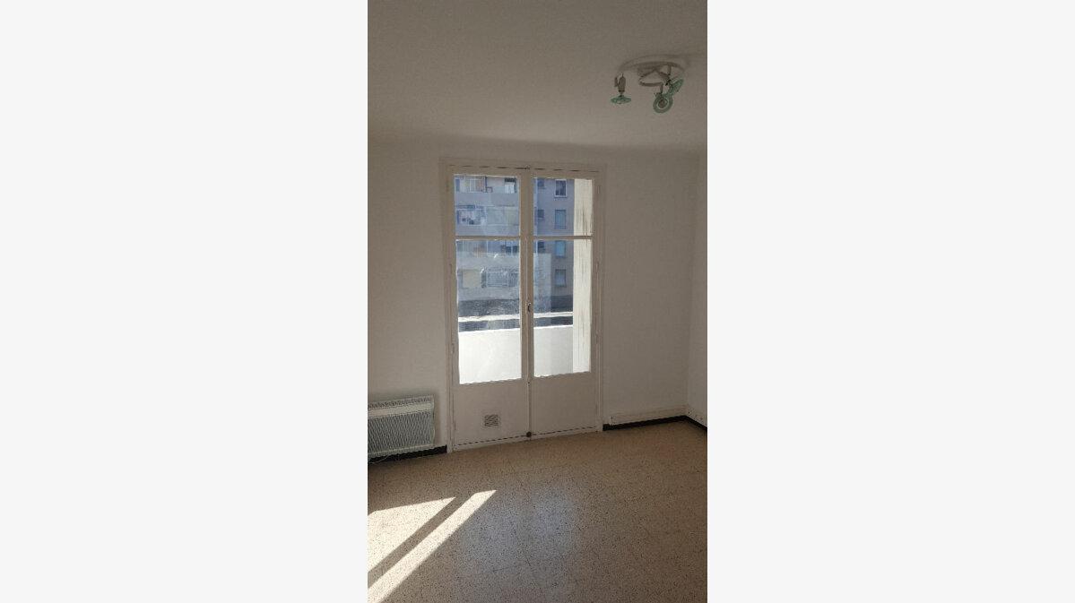 Location Appartement 1 pièce à Marseille 5 - vignette-3