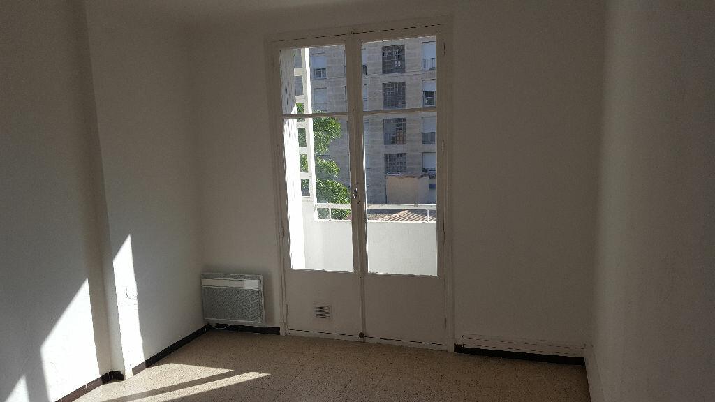 Location Appartement 1 pièce à Marseille 5 - vignette-4