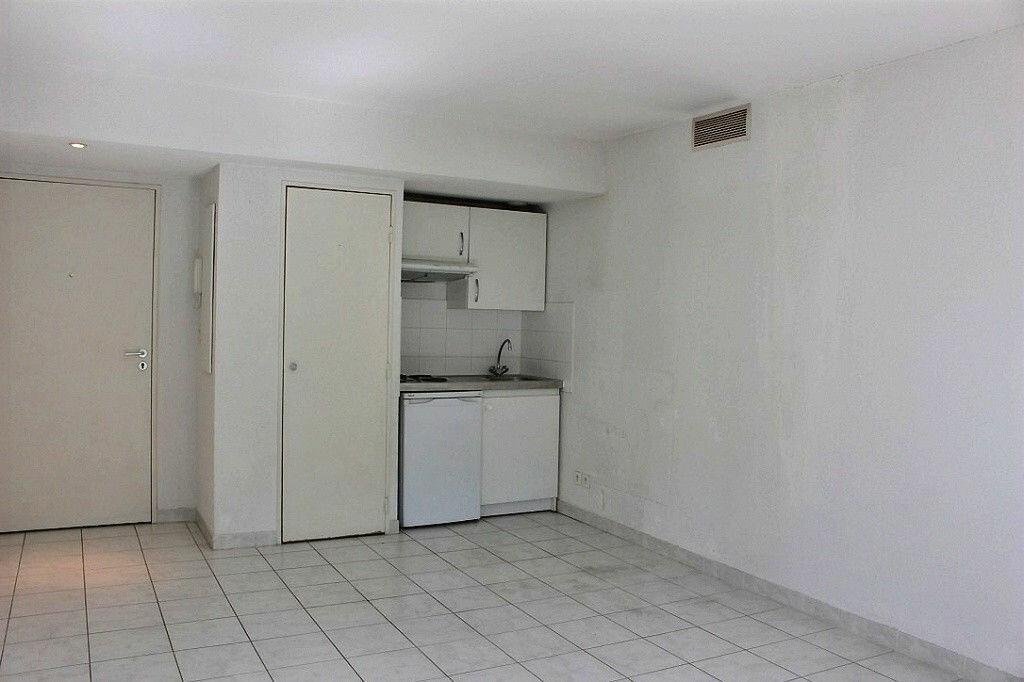 Achat Appartement 2 pièces à Marseille 5 - vignette-2
