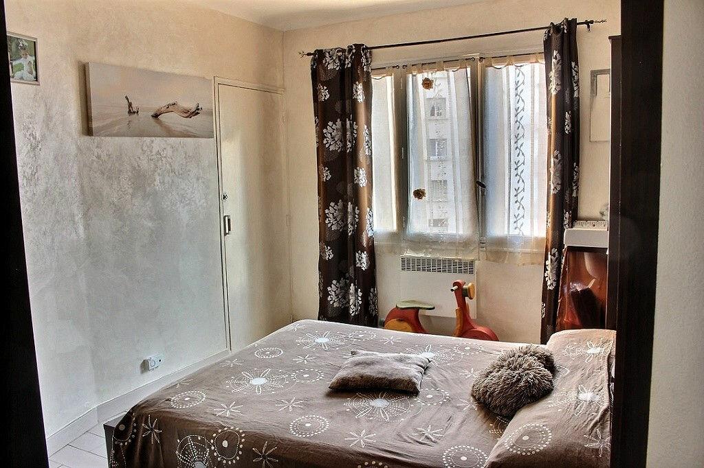 Achat Appartement 3 pièces à Marseille 5 - vignette-2