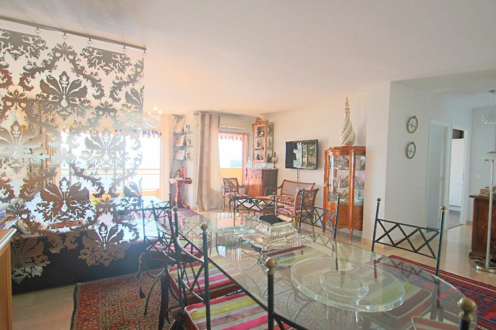 Achat Appartement 4 pièces à Roquebrune-Cap-Martin - vignette-4