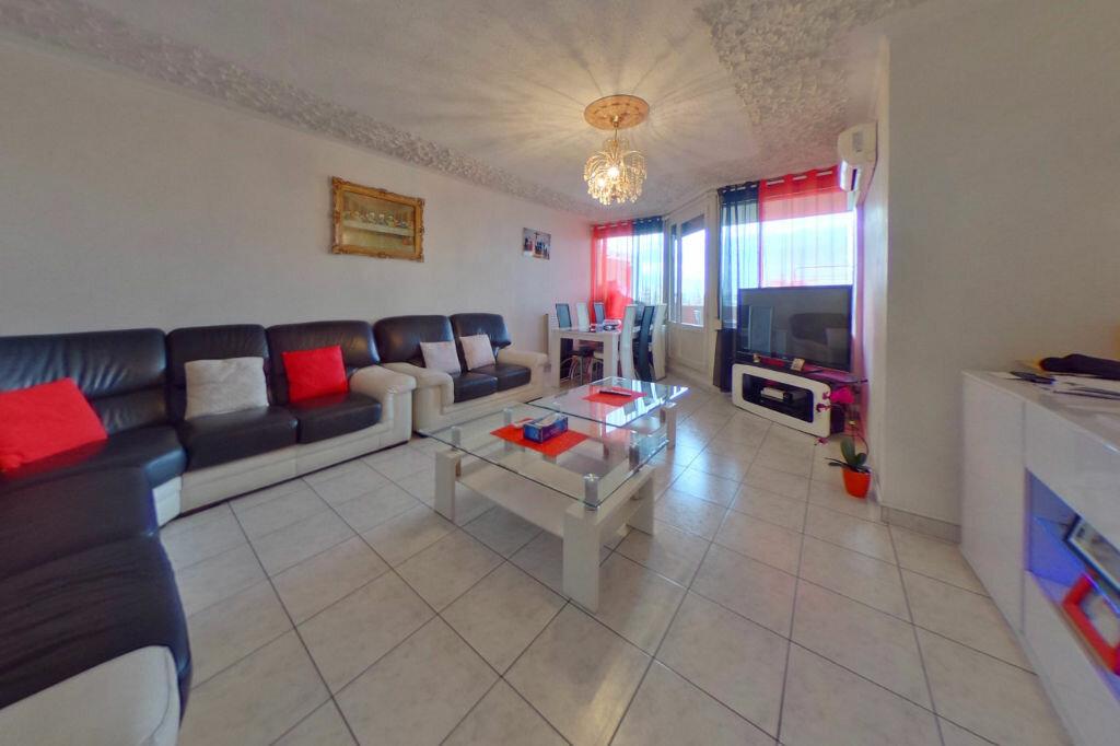 Achat Appartement 5 pièces à Vaulx-en-Velin - vignette-1