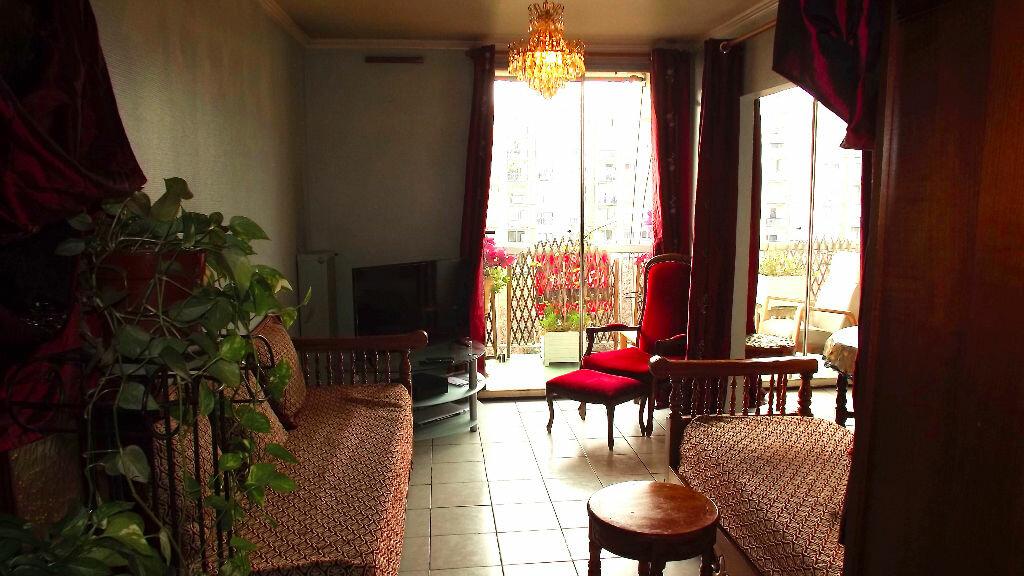 Achat Appartement 5 pièces à Vaulx-en-Velin - vignette-2