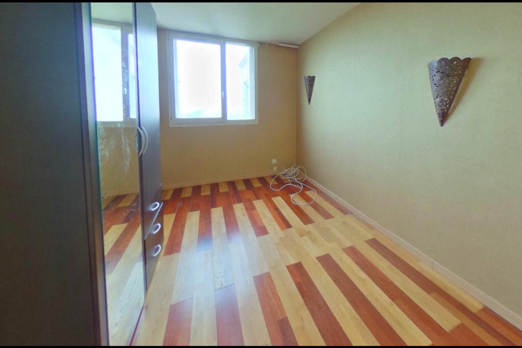 Achat Appartement 4 pièces à Vaulx-en-Velin - vignette-5