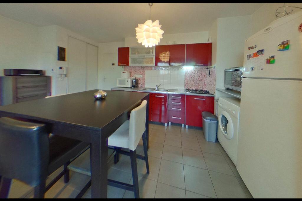 Achat Appartement 3 pièces à Vaulx-en-Velin - vignette-3
