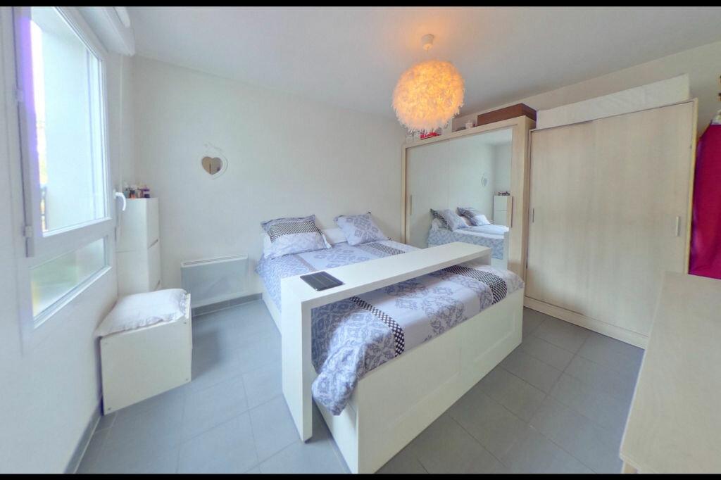 Achat Appartement 3 pièces à Vaulx-en-Velin - vignette-4