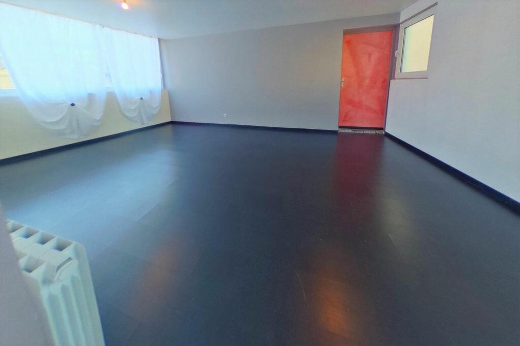 Achat Appartement 4 pièces à Vaulx-en-Velin - vignette-3
