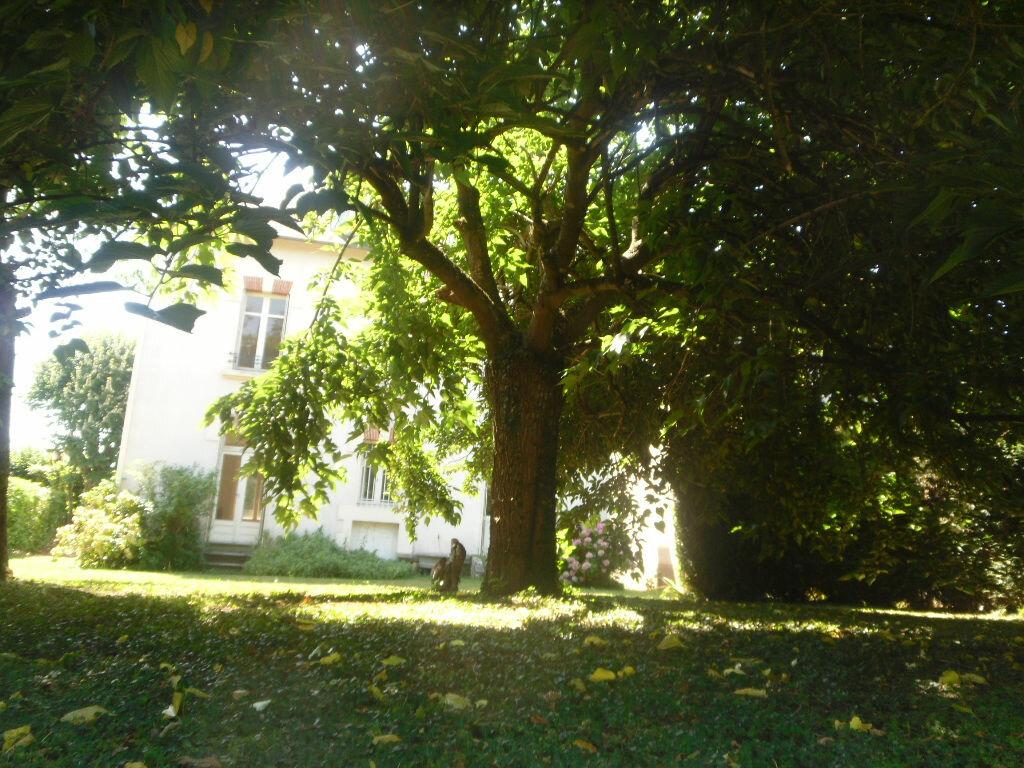 Achat Maison 9 pièces à Saint-Junien - vignette-1