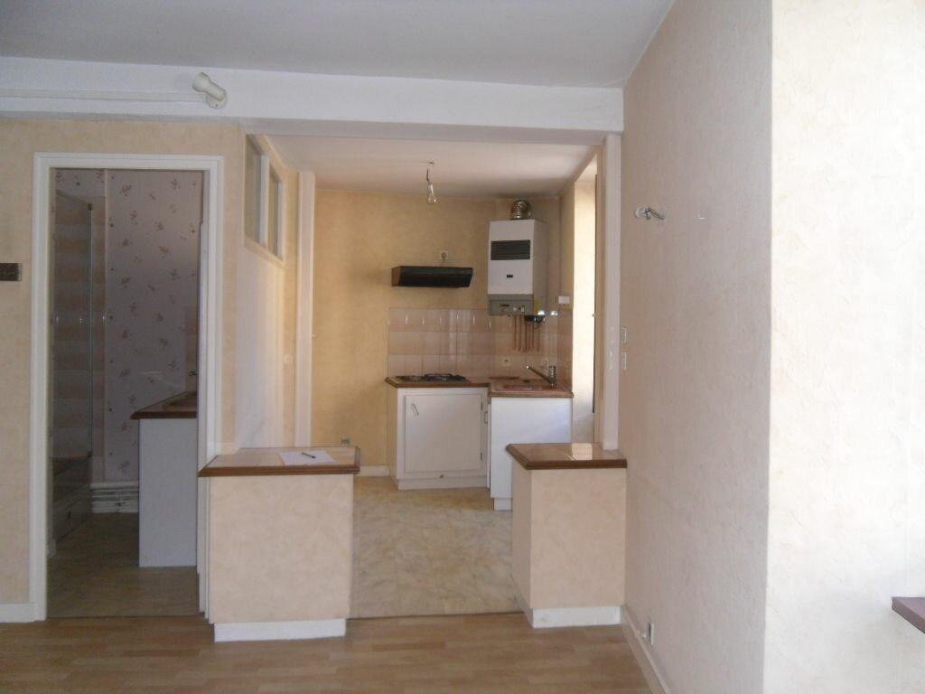 Location Appartement 2 pièces à Saint-Junien - vignette-1