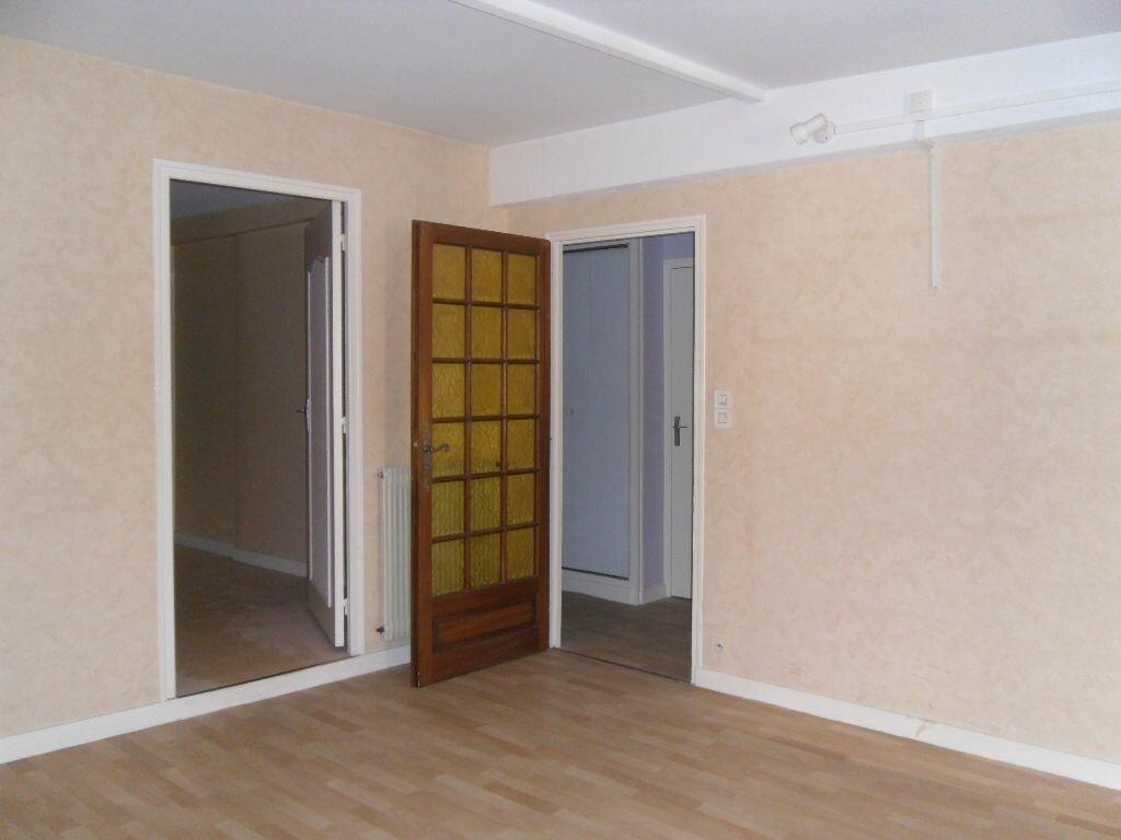 Location Appartement 2 pièces à Saint-Junien - vignette-4