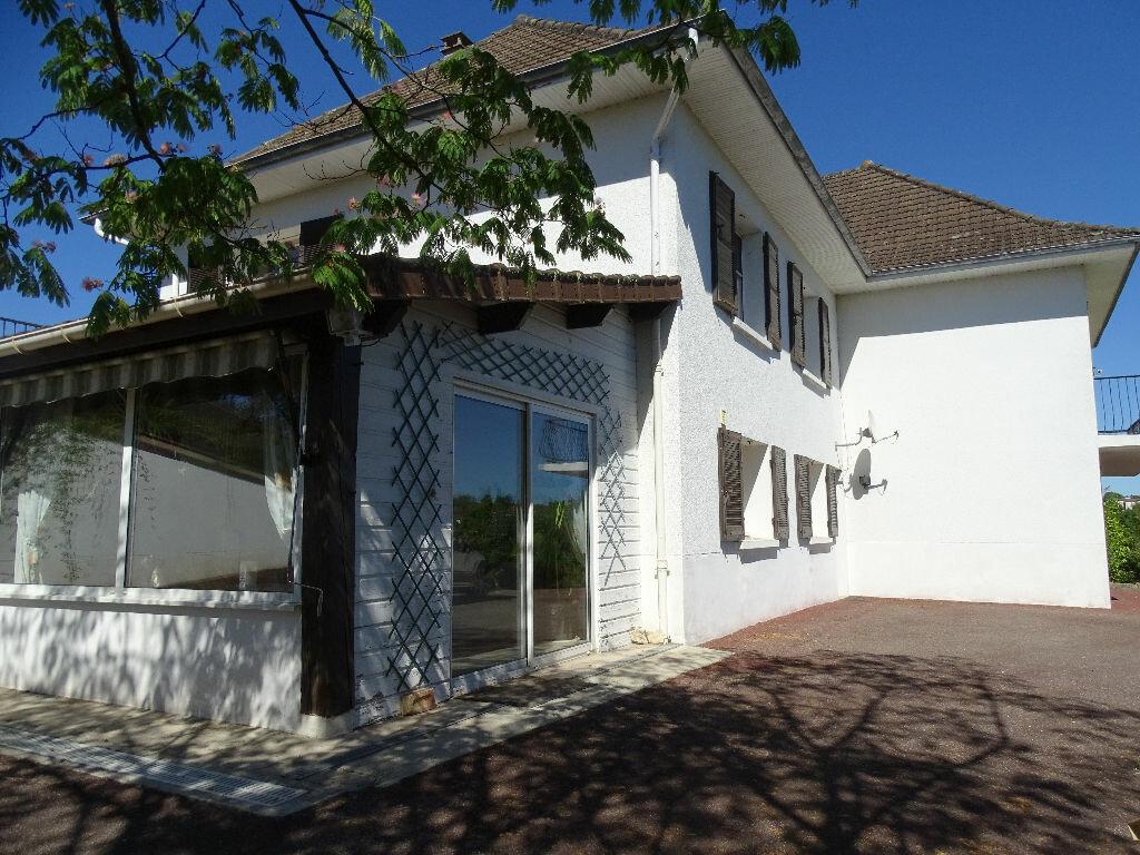Achat Maison 7 pièces à Saint-Junien - vignette-2