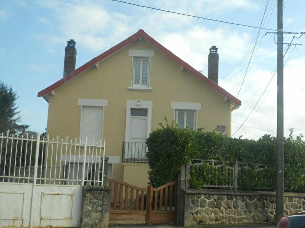 Location Maison 4 pièces à Saint-Junien - vignette-1