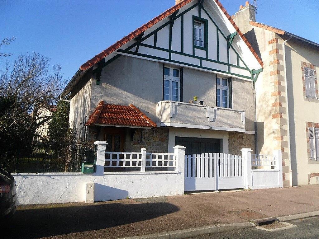 Achat Maison 5 pièces à Saint-Junien - vignette-1